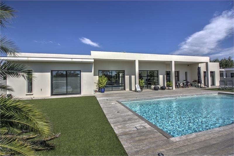 Immobilier De Luxe Villa De Prestige Contemporaine Avec Patio Et Piscine